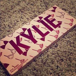 Kylie valentine eyeshadow pallet